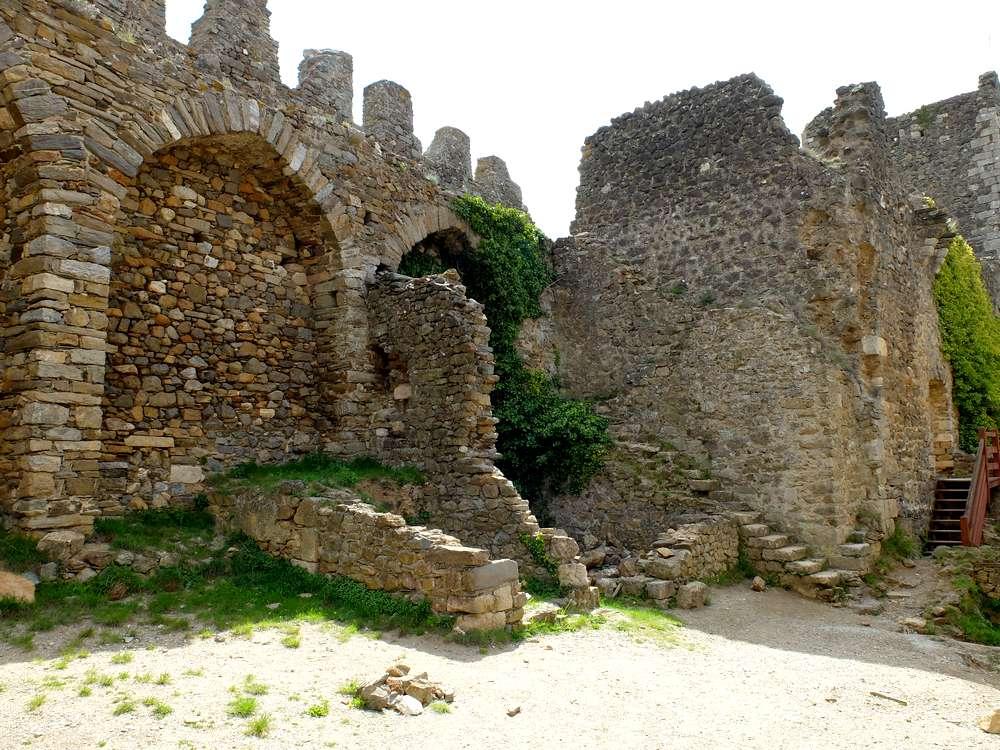 ruines-chateau-cabaret-lastours_blog detours du monde