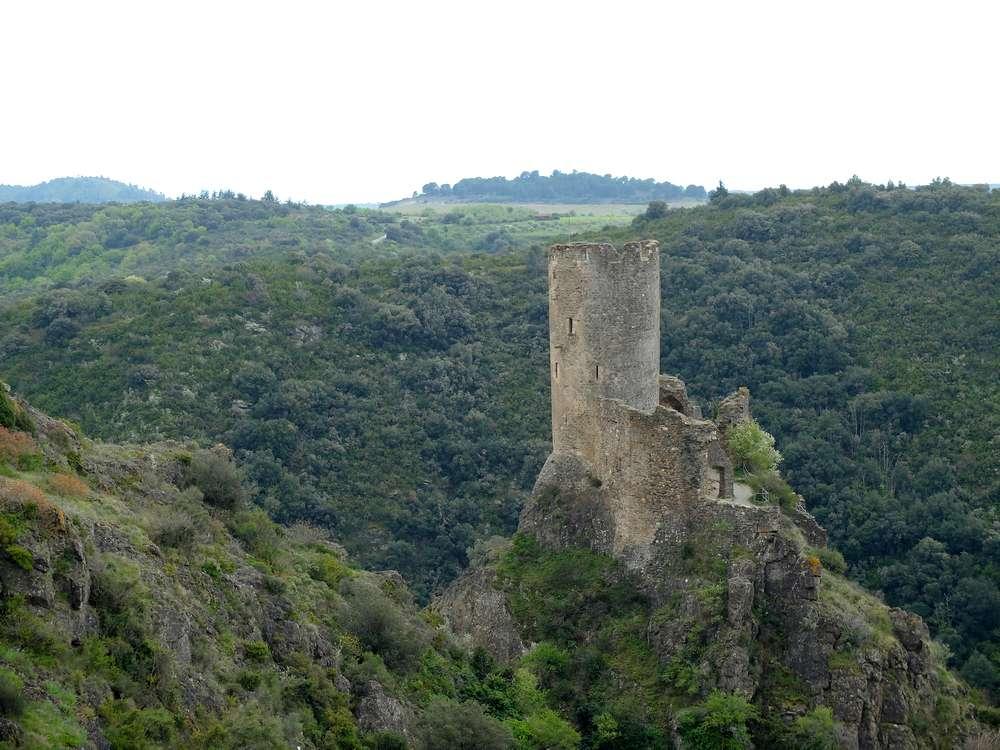 tour-regine-chateau-lastours_blog detours du monde