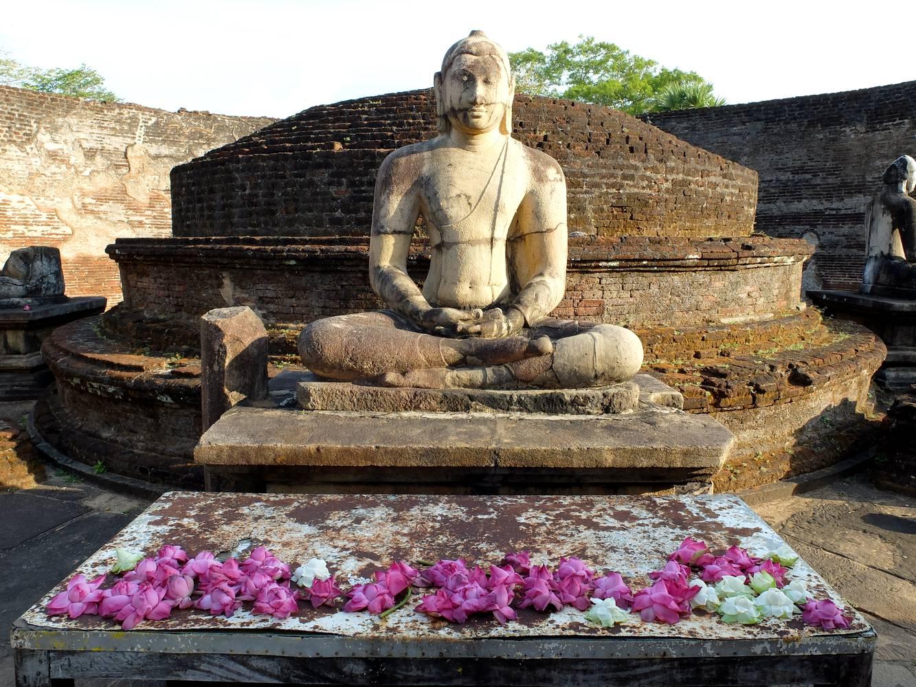 buddhist temple polonnaruwa