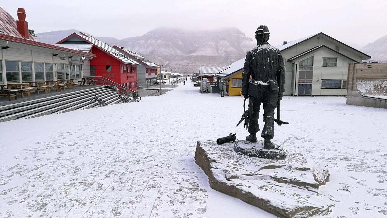 longyearbyen statue